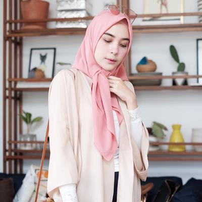 Meski Terlalu Mainstream, Ini Alasan Mengapa Warna Hijab Berikut ini Wajib Dimiliki Hijabers!