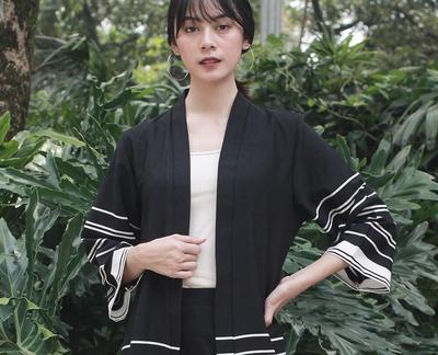 Lagi Kekinian, Model Kimono Ini Bisa Jadi Pilihan Gaya Sehari-hari Kamu Biar Lebih Hits
