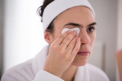 #FORUM Makeup Remover Apa yang Gak Pedih Di Mata dan Gak Pahit di Bibir??