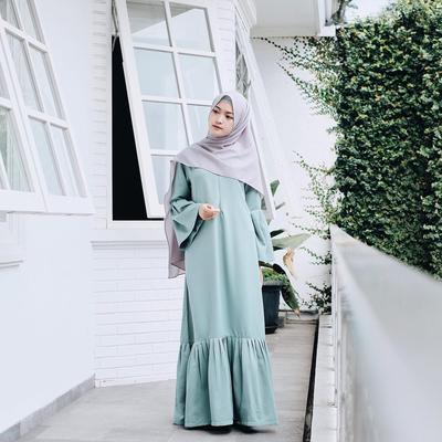 Lagi Hits, Style Kondangan Hijab dengan Gamis Ini Terlihat Simple dan Kekinian di Tahun Ini