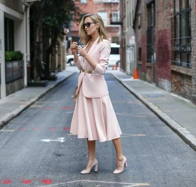 Inspirasi Midi Dress Ini Bisa Bikin Kamu Lebih Stylish Saat Ke Kantor