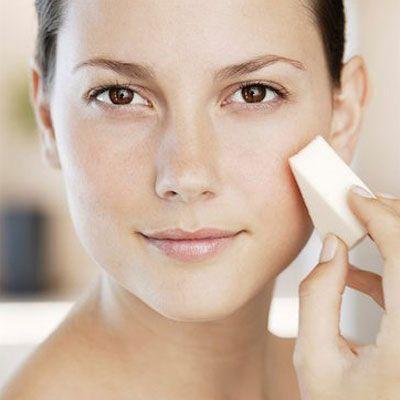 Begini Cara Mengaplikasikan Make Up dengan Hasil Flawless di Kulit Berjerawat