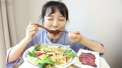 #FORUM Normal gak sih? Kalau lagi mau menstruasi bawaannya pengen makan terus?