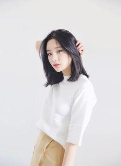 Short Ultra straight with middle parting