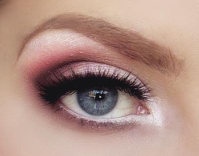 Pilih Warna yang Natrual dan Gunakan Sebagai Base Eyeshadow