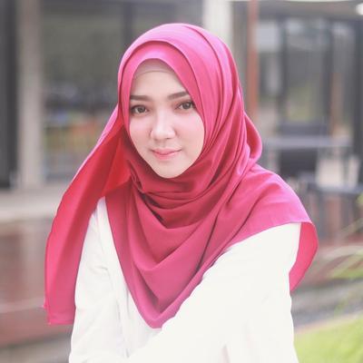 Praktis Dan Modis, Inspirasi Fashion Hijab Instan Ala Selebgram Ini Wajib Kamu Coba