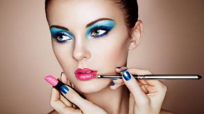 Sering Menggunakan Makeup Tebal