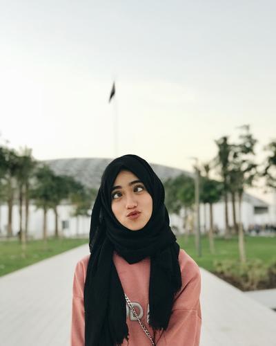 Shirin Al Athrus, Selebgram Hijabers Remaja Yang Outfitnya Anak Muda Banget
