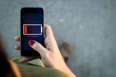 Ini 5 Kepercayaan tentang Mencharge Handphone yang Salah tapi Malah Banyak Dipercaya!