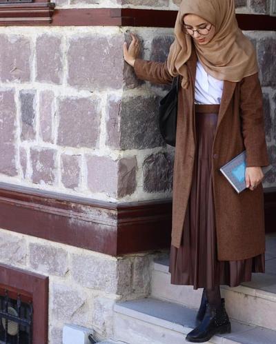 Ingin Gaya Hijab yang Cool? Coba Inspirasi Look Hijab dengan Sepatu Boots Seperti Ini Yuk!