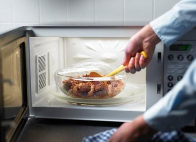Jangan Lakukan Lagi, Ternyata 5 Jenis Makanan Ini Berbahaya Jika Dipanaskan