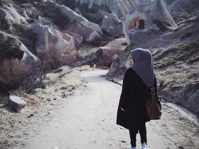 Hijabers, Begini Cara Menyimpan Hijab Saat Traveling Agar Tidak Kusut!
