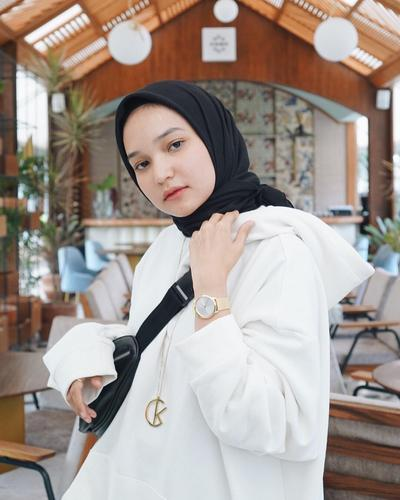 Ini Tips dan Tutorial Hijab yang Cocok untuk Kamu yang Memiliki Postur Wajah Bulat