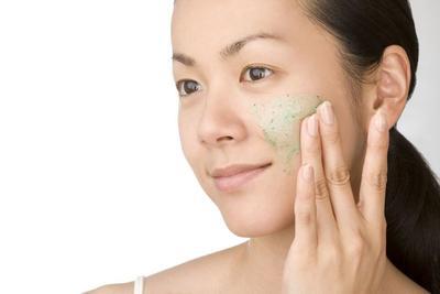 #FORUM Biar selalu kinclong, berapa hari sekali sih kita sebaiknya menggunakan facial scrub??