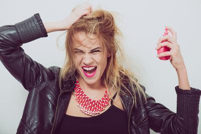 Rambut Kamu Sering Bau? Kenali Lebih Lanjut Tentang Smelly Hair Syndrome yuk!