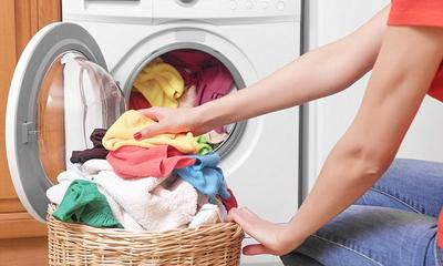 Hati-hati, Ladies! 5 Barang Ini Sebaiknya Enggak Masuk ke dalam Mesin Cuci Kamu!