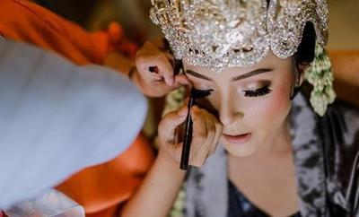 Soft Natural Make Up dan Adat Sunda