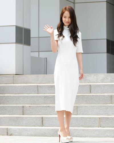 sheath dress putih