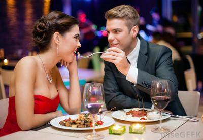 Posting Makan Di Restoran Mahal Sambil Suapin Pacar