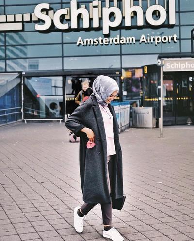 Modis Banget! Inspirasi Padu Padan Coat Ala Selebgram Hijabers Ini Cocok Banget Untuk Traveling Ke Luar Negeri
