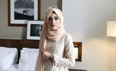 Nah, Ini Dia Tips Outfit Kondangan Untuk Hijabers Remaja Ala Shirin Al Athrus