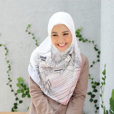 Tidak Hanya Promosi Produk Orang, Selebgram Hijabers Ini Punya Brand Hijab Voal Sendiri, Lho!