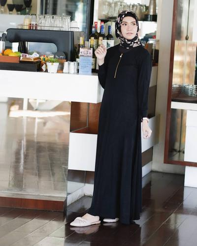 Black and White Patterned Hijab with Gamis
