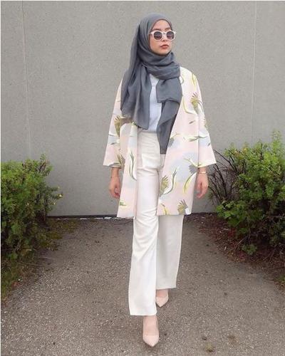 Hijab Abu-Abu untuk Tampilan Kasual namun Tetap Stylish