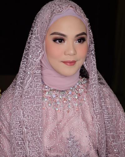 Masih Hits Hingga Kini, Style Hijab Lamaran Seperti Ini Lagi Banyak Dipilih Para Hijabers