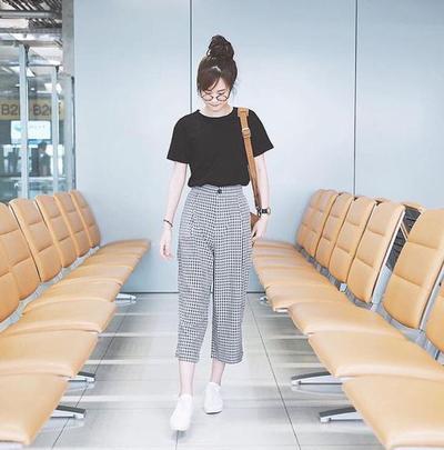 Gaya Berpakaian Cewek Korea dengan T-Shirt Seperti Ini Akan Bikin Kamu Tampil Lebih Stylish