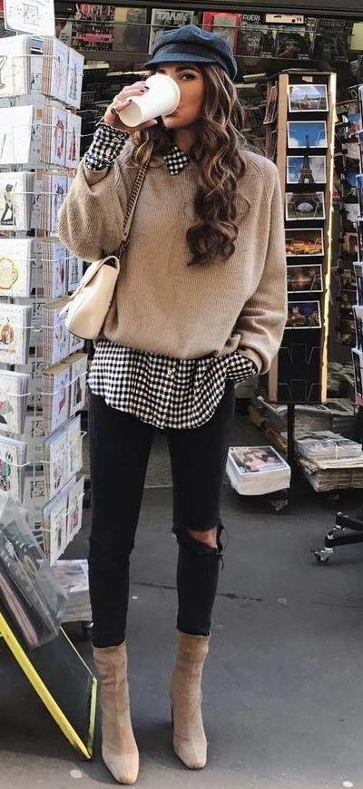 Kemeja Bermotif dengan Basic Sweater