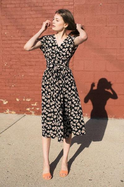 Ini Dia Beberapa Tips dan Inspirasi Menggunakan Flower Dress Tanpa Terlihat Berlebihan
