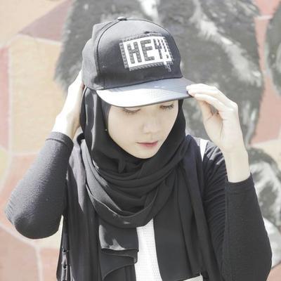 Inspirasi Tampilan Fashion Hijab dengan Snapback untuk Gaya Boyish Hingga Feminine yang Kekinian