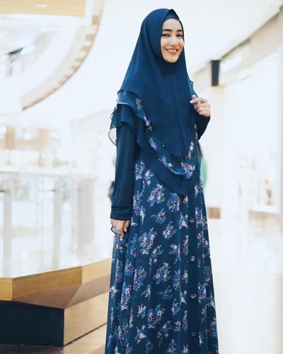 Mulai dengan Gaya Syar'i, Artis-Artis Berhijab Ini Memilih Tampil dengan Model Hijab Menutup Dada