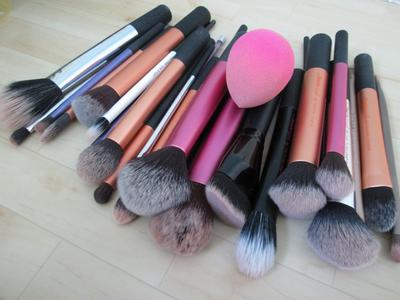 http://www.justthatlucy.com/2016/02/how-to-clean-makeup-brushes-how-i-clean.html