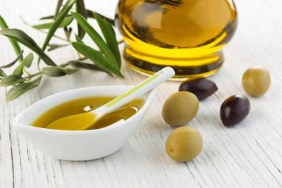 http://www.livestrong.com/article/159630-coconut-oil-olive-oil-for-hair/