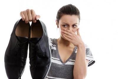 http://gayahidup.republika.co.id/berita/gaya-hidup/tips/16/01/18/o14eee384-kaki-anda-bau-ini-tips-menghilangkannya