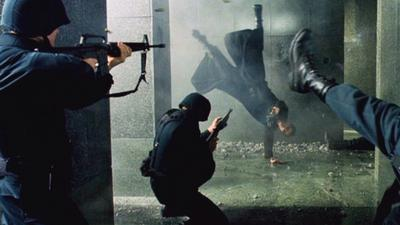 http://img1.looper.com/img/gallery/how-the-matrix-pulled-off-that-legendary-fight-scene/the-lobby-scene-was-done-sans-cgi.jpg