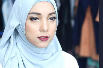 http://pinkkorset.com/2016/tren-fesyen-hijab-ala-jenahara-nasution/