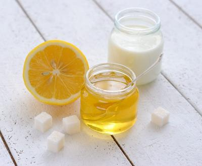 https://healthyskinadviser.com/wp-content/uploads/2017/02/milk-honey-lemon-2-1024x842.jpg