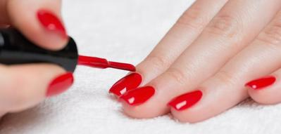 http://healthyandstylish.com/wp-content/uploads/2016/03/The-Right-Ways-to-Apply-Nail-Polish-Properly-702x336.jpg