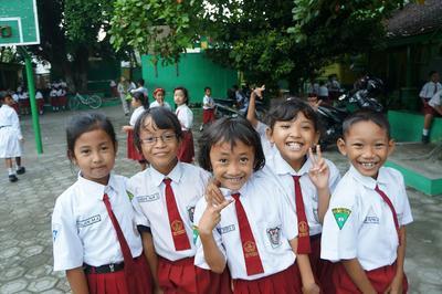 Mempersiapkan Si Kecil Masuk Sekolah Dasar