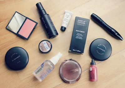 10 Alat Kosmetik Dasar yang Wajib Kamu Miliki