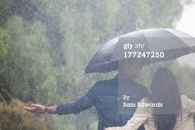 Hujan? Saatnya Kencan Romantis Bersama Si Dia