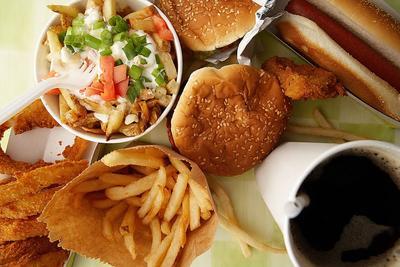 4. Hindari Makanan Cepat Saji atau Junk Food