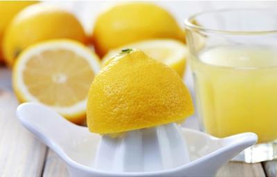 Gunakan Jus Lemon