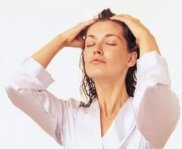 Cara Mengaplikasikan Minyak Ke Rambut