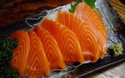 Ikan salmon dan kenari