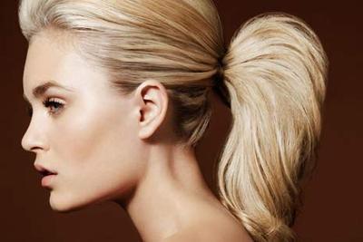 2. Hindari gaya rambut yang menarik rambutmu