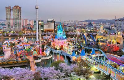 10. Lotte World - Seoul, Korea Selatan